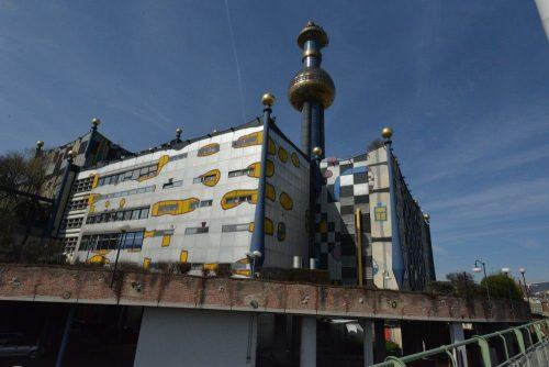 Мусоросжигательный завод Шпиттеляу в Вене, арх.  Хундертвассер