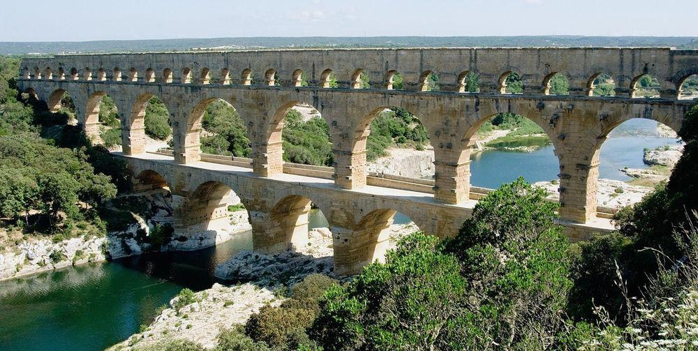 Три яруса арок римского акведука