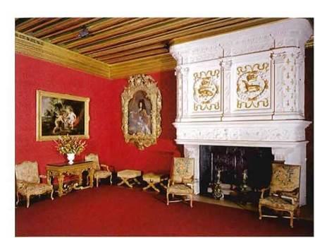 широкие кресла в стиле Людовика XIV