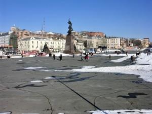 Асимметричная композиция площади