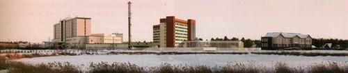 Общий вид медицинского комплекса. В комплексе показан строящийся кардио-сосудистый центр, существующий медицинский центр, связь по галерее с перинатальным центром и первая очередь Кардиологического диспансера