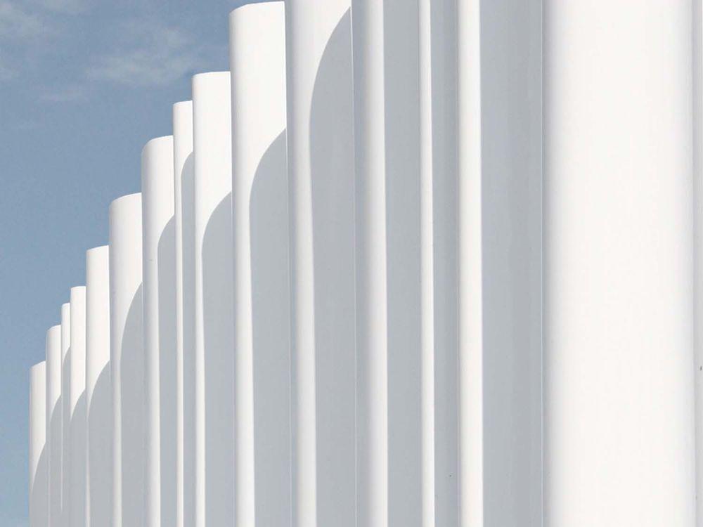 Волнообразная стена